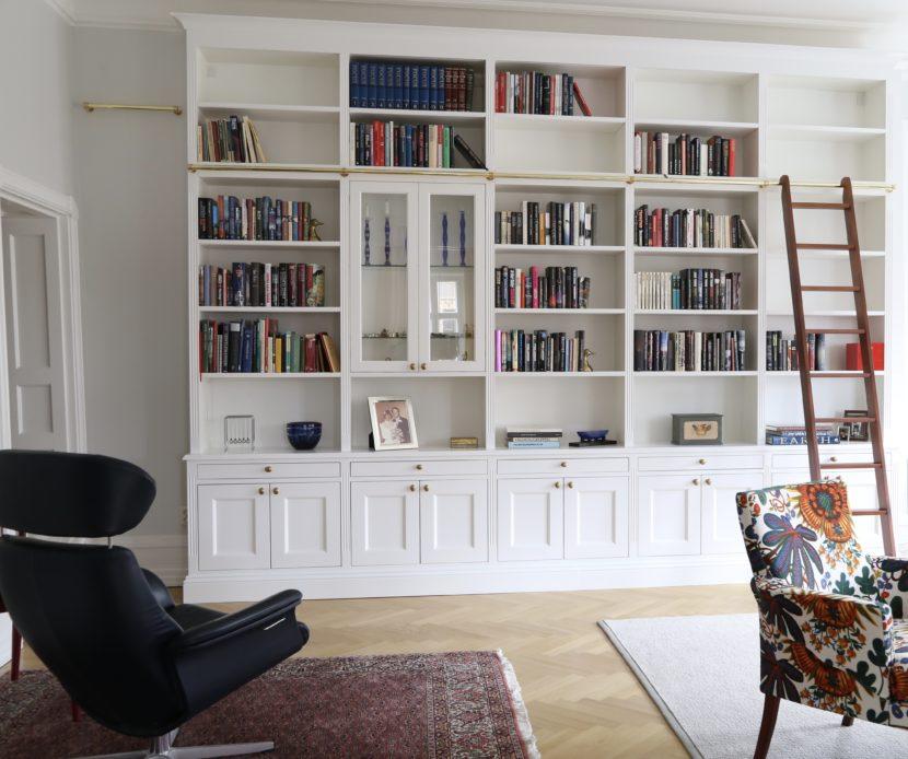 Taras Hallgren bokhylla med underskåp och stege